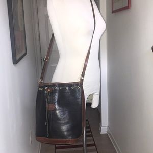 Gianni's Vintage Italian Leather bucket bag 😘
